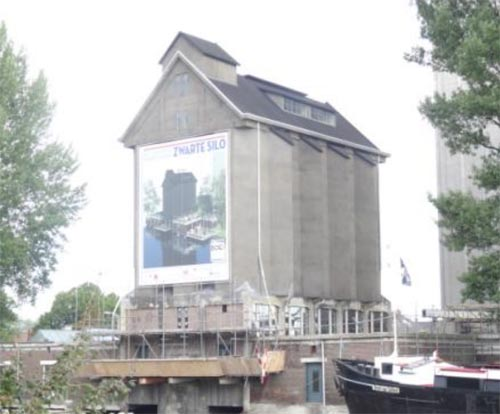 Zwarte silo Deventer (architect M. Van Harte)