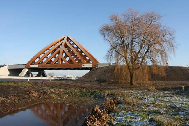 Twee bruggen over snelweg A7